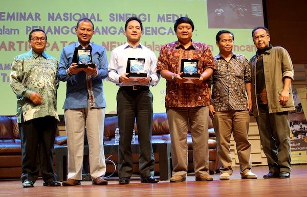 seminar nasional ikom 2011