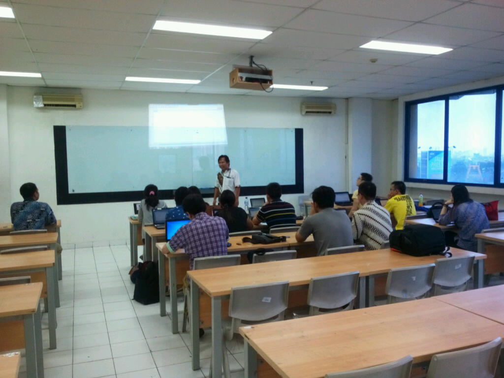 Pelatihan SPSS oleh Bapak Dr Edi Purwanto