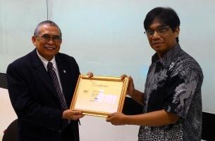 "Pelatihan ""Theory Building"" bersama Prof. DR. John JOI Ihalauw"