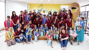 Kunjungan iCare ke Yayasan Kasih Kanker Anak Indonesia –