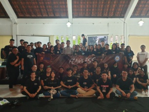 "RETREAT UKR KRISTEN UNIVERSITAS BUNDA MULIA ""FEARLESS"""