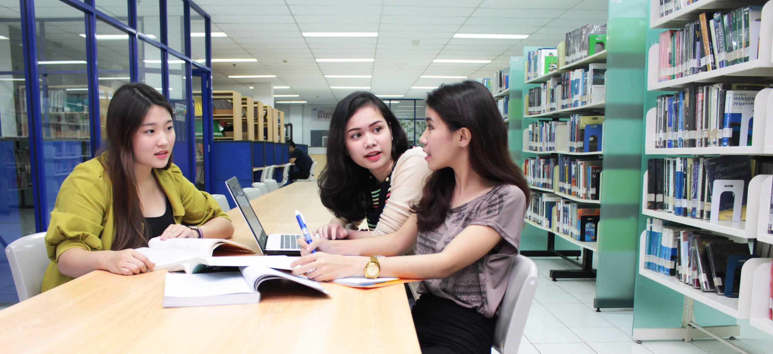 Gambar mahasiswa ubm bekerja kelompok